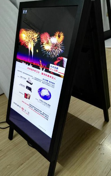 "Indoor Klappdisplay, 2 Monitoren, 32"", Metall,"